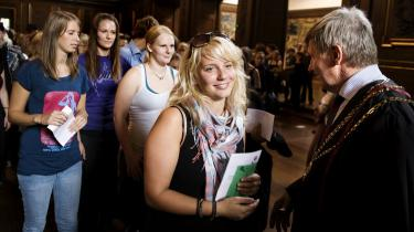 SF og de radikale foreslår, at institutbestyrelserne suppleres af et valgt institutråd, så bl.a. de studerende får større indflydelse. Her byder KU-s rektor, Ralf Hemmingsen, nye studerende velkommen.