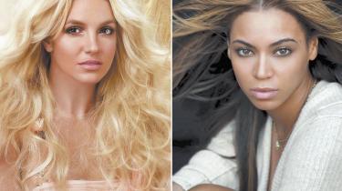 Det kan godt være at de to amerikanske popdronninger Britney Spears og Beyoncé er trætte af kontrolmanien. Men kontrolmanien er ikke træt af dem