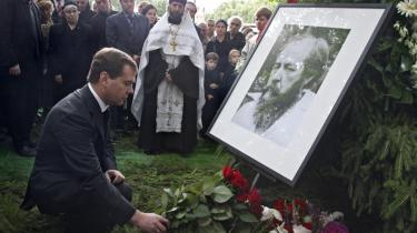 Medvedev er så stor en fan af antikommunisten Solsjenitsyn, at han ikke bare deltog i hans begravelse, men nu også opkalder en gade efter ham.