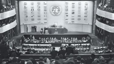 Menneskerettighedernes universalitet er i fare - muslimske stater foretrækker deres egen 'islamiske menneskerettighedserklæring', og selv om de ser den som et supplement, er den reelt uforenelig med FN's universelle erklæring. Samtidig har de islamiske stater og deres støtter sat sig på de institutioner, hvor menneskerettighedserklæringen blev vedtaget i dag for 60 år siden