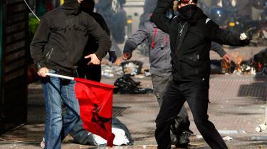 Optøjerne i Grækenland er ikke kun protester imod politivold. Ifølge flere iagttagere er der tale om en overset generation, som er havnet i en desperat livssituation. Og det er ikke meget anderledes i andre sydeuropæiske lande
