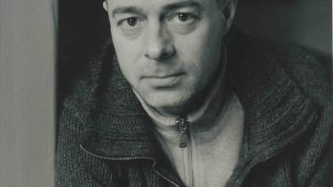 Kunstnere, venner og slægtninge gemmer sig bag linierne i Niels Franks digtsamling 'Små guder'. Tilsammen udgør digtportrætterne et jordisk epistel om alderens indtog, kroppens forfald og sexualitetens komik. Niels Frank er den sidste, der er nomineret til Montanas Litteraturpris