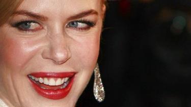 1. juledag er der dansk premiere på den australske filmmager Baz Luhrmanns nye film, den stort anlagte kærlighedshistorie Australia, der har landsmændene Nicole Kidman og Hugh Jackman på rollelisten