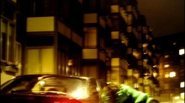 Samarbejde. En ny gruppe i politiet oplever for tiden et gennembrud og fælder flere af prostitutionens bagmænd med en anderledes indsats over for handlede kvinder. Detdrejer sig om tillid og samarbejde med et safehus i udkanten af København.