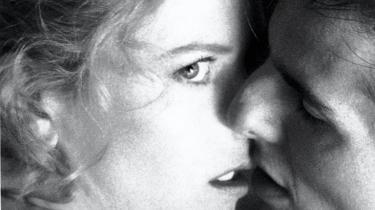 /b> I Stanley Kubricks alderdomsværk 'Eyes Wide Shut' spiller Nicole Kidman og Tom Cruise ægteparret Harford, der smager jalousiens gift. Det gør ondt. Men det vækker også begæret i parforholdet.