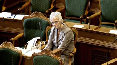 Velfærdsminister Karen Jespersen (V) beskyldes af SF for ministersjusk. »Hun sidder i det mest magtfulde ministerium men blander sig sjældent i debatten om de allerfattigste grupper eller om mænd og kvinders ligestilling,« lyder det fra SF-s socialordfører Özlem Cekic