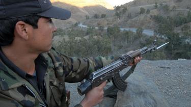 Den internationale Afghanistan-styrke er dybt afhængig af at kunne transportere forsyninger ind fra Pakistan gennem Khyberpasset. Her har Taleban i de sidste seks måneder haft held med at overfalde konvojer, kidnappe og henrettet chauffører og brænde store bundter af lastbiler af.