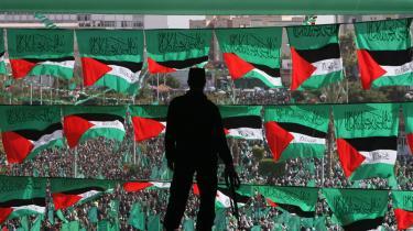 Tusinder af Hamas-tilhængere samlet i Gaza søndag, hvor Hamas-leder Khaled Meshaal slog fast, at man ikke vil forlænge den våbenaftale, der udløber senere i denne uge.