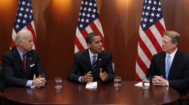 I går offentliggjorde den kommende amerikanske præsident Obama navne på sit officielle klimahold. Rollen som strategisk rådgiver for Obama-regeringen - men uden officiel portefølje - vil muligvis blive udfyldt af Al Gore, der vandt Nobels Fredspris i år for sit politiske arbejde på klimaområdet. I sidste uge mødtes Obama og hans vice-præsident Joe Biden med Al Gore i Chicago.
