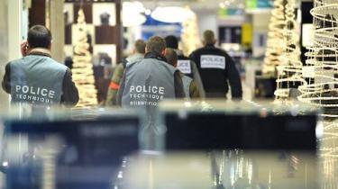En ukendt afghansk terrorgruppe spredte i går terrorfrygt i Paris med fem dynamitstænger. Men der var ingen detonator, og forskere vurderer, at der er tale om amatører
