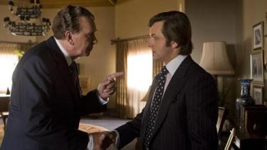 Peter Morgans Frost/Nixon fortæller den fantastiske historie om tv-manden David Frosts afslørende interviews med tidligere præsident Richard Nixon efter Watergate