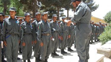 Afghanistans politikorps er plaget af korruption, stofmisbrug og analfebetisme, men en ny rapport slår fast, at der er sket væsentlige fremskridt den senere tid.