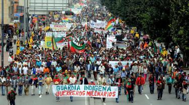 Tusindvis af mennesker ankommer til Colombias hovedstad, Bogotá, efter cirka en måneds og 500 kilometers gang på de colombianske landeveje.