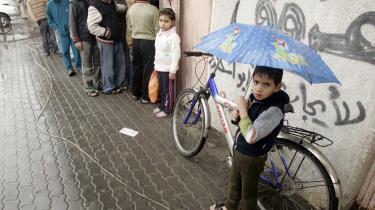 Juledagene har langt fra været fredelige i Gaza. Alligevel kom der i går nødhjælp frem til palæstinenserne.