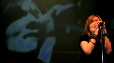 Beth Gibbons fra det britiske band Portishead under en koncert i 2008. Portishead kom meget passende tilbage med et fabelagtigt egensindigt album. De har været længe savnet.