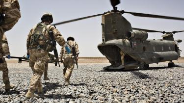 Mange soldater bliver dræbt og såret under kampene i Afghanistan. Og det tager hårdt på de tilbageværende soldater i det krigshærgede land, som i stigende grad må søge hjælp hos psykologer, når de vender hjem til Danmark.