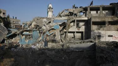 Israelernes angreb har efterladt mange hjemløse i Gaza, hvor man nu også mangler forsyninger, så de mange sårede kan behandles.
