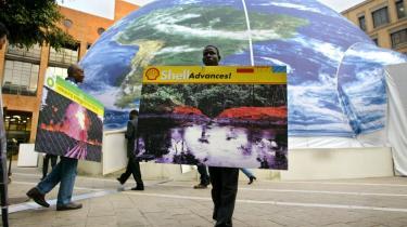 Ngo-en Oilwatch har tidligere demonstreret mod de store olieselskabers forurening i Sydafrika.