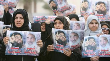 Demonstranter holder fotos af Hizbollahleder, Seyyed Nasser Allah og den afdøde grundlægger af Hamas, Sheik Ahmed Yassin under en demonstration foran FN i Manam, juli 2006.