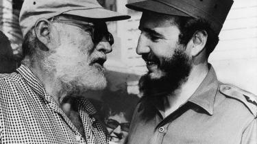 'Ernest Hemingway boede i årene fra 1939 til et år før sit selvmord i 1960i perioder på Cuba. Her ses han med sin ven,, Cubas leder, Fidel Castro, in Havana i 1960.