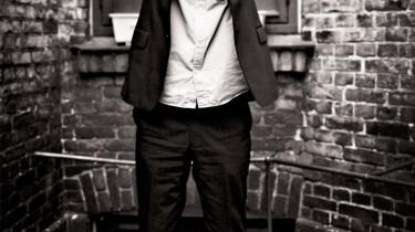 Der er mange trin på skalaen fra at være politisk engageret til at blive revolutionær og voldelig aktivist, mener skuespiller og dramatiker Claus Flygare, ophavsmand til teaterstykket 'Blekingegade', som har premiere denne uge