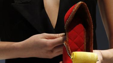 Kvinderne bag protestmagasinet Consume mener, at de traditionelle dameblade udbreder en livsstil, der fokuserer på udseende og forbrug.