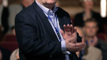 Beskæftigelsesminister Claus Hjort Frederiksen (V) - her til Venstres landsmøde - er klar over, at »tingene går stærkt for øjeblikket«. Men han afviser at skride ind overfor en mulig stor gruppe arbejdsløse i fremtiden. »Vi følger det løbende, og skulle der være problemer, så vil vi naturligvis gribe ind,« siger han.