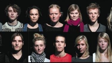 Hvad læser danske gymnasieelever i deres fritid? Hvis de altså overhovedet læser. Information satte fire elever fra Marselisborg Gymnasium stævne for at få svar
