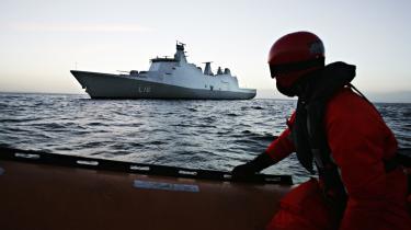 Støtteskibet Absalon har siden august patruljeret i havet ved Afrikas Horn. Her er det i dansk farvand inden afgang.