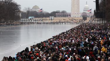 Opbakningen til Barack Obama var stor under valgkampen, og den er ikke mindre nu, hvor tusindvis af tilhængere tager opstilling i Washington for at fejre indsættelsen af USA-s 44. præsident i morgen.