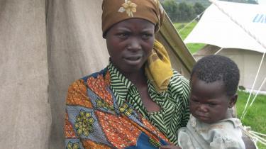 Kobwa Nyirarukundo flygtede med sit ene barn fra soldaterne.