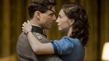 Tom Cruise som adelsmanden Claus von Stauffenberg, der forsøgte at dræbe Hitler i 1944 og blev henrettet for det. Her i en scene med sin kone, Nina, der spilles af Carice van Houten.