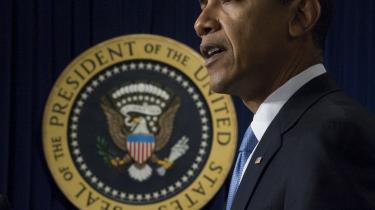 Barack Obama benyttede sin første egentlige dag i embedet til blandt andet at indstille retsforfølgelsen af adskillige fanger i Guantánamo-lejren.