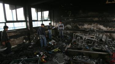 Palæstinensiske skoledrenge kiggede sig lørdag omkring i deres klasselokale på den FN-skole i Beit Lahia i det nordlige Gaza, som Israel bombede under den 22 døgn lange krig mellem Israel og Hamas.