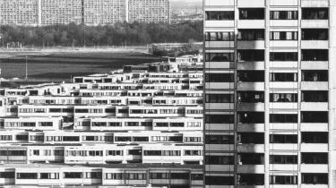 Særligt i den store mængde betonbyggeri opført i 1960-erne og 1970-erne er der i dag et stort isolerings- og renoveringsbehov.