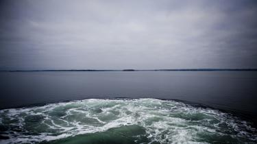 Øen er ramt. Fyringerne præger Als meget i de her dage. I Sønderborg, i Nordborg, i Augustenborg og i alle de andre byer på øen taler man om, hvem der bliver ramt, og hvem der slipper.