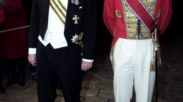 Den berusede ambassadør ses her i rødt sammen med Per Stig Møller: Er omtalen af spritkørsel del af en større konspiration?