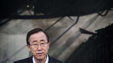 I ruinerne. Ban Ki-moon i Gaza ved den FN-bygning, israelske missiler slød i grus. Hans appel om at stoppe kamphandlingerne var til at forstå - og helt uden effekt. Og det bekymrer i stigende grad iagttagere af FN.