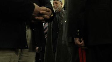 Afghanistans præsident Hamid Karzais popularitet styrtdykker både nationalt og internationalt. USA har det seneste år forsøgt at promovere den tidligere indenrigsminister Ali Ahmad Jalali som en mulig arvtager.