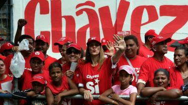 Efter et mislykket militærkup fandt Hugo Chávez sit rette våben. Han fejrer i dag ti år som demokratisk valgt præsident for Venezuela