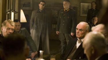 Mænd af den rette støbning. Med oberst Stauffenberg i spidsen fandt en række tyske officerer sammen om et attentat mod Hitler. Det lykkedes som bekendt ikke, men instruktøren Bryan Singer har i -Operation Valkyrie- alligevel held med at skabe en slags spænding om udfaldet.