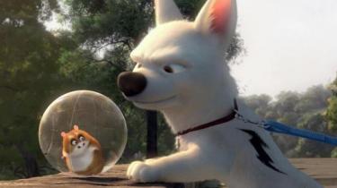 Den computeranimerede Disney-film 'Bolt' har hjerne og hjerte, men er også en noget ujævn og langstrakt affære