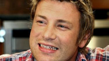 Den engelske kok Jamie Oliver reklamerer for engelske produkter og i kampens hede langer han nu også ud efter den danske bacon, som han ikke mener, kan måle sig med den engelske.