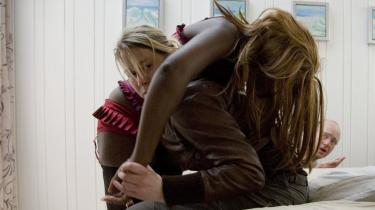 Den danske skuespiller Trine Dyrholm for ros på Berlinalen for sin hovedrolle i det danske bidrag til festivalens hovedkonkurrence. På dokumentarfronten forsøger de to amerikanere Andy og Mike at gøre verden bedre