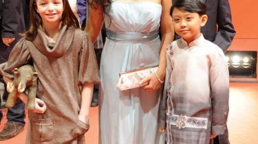 Den filippinske skuespiller Marife Necesito, der i -Mammoth- spiller au-pair i New York, er til premiere sammen med børneskuespillerne Sophie Nyweide (tv), Jan Nicdao (bagerst) og Martin Delos Santosposeiere i Berlin.