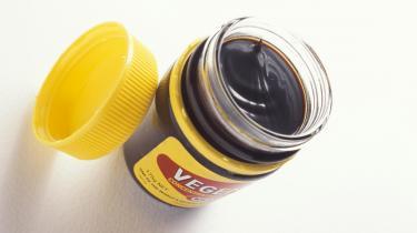 De australske fødevaremyndigheder har kastet sig over en af australiernes nationalspiser: Vegemite, der anses for at være medvirkende årsag til den omsiggribende fedmeepidemi. Den mørkebrune substans indeholder bl.a. otte procent salt.