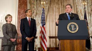 Richard Holbrooke blev kendt som en -bulldozer- på grund af den kontante måde, hvorpå han fik presset de stridende parter i Bosnien til at slutte fred i 1995. Nu er han præsident Obamas særlige udsending til Afghanistan og Pakistan.