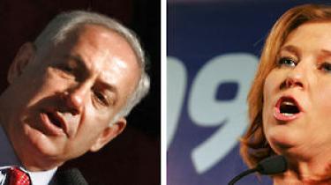 Israelsk politik er et stort kaos efter valget i går. Det stærkt nationalistiske parti, som blev tungen på vægtskålen, hælder mod Netanyahu, men udelukker ingenting