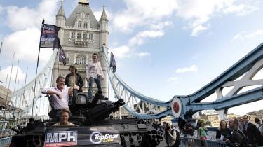 Den britiske premierminister stopper trafikken i det centrale London