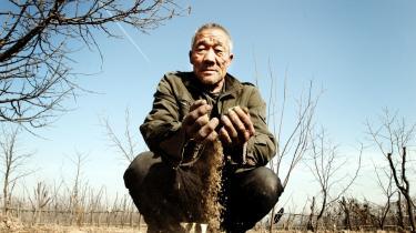Kinas regering har erklæret undtagelsestilstand, efter at tørke har ramt store dele af landet. Klimaændringer og en ikkebæredygtig udvikling får skylden, og landbefolkningen er ængstelige for fremtiden